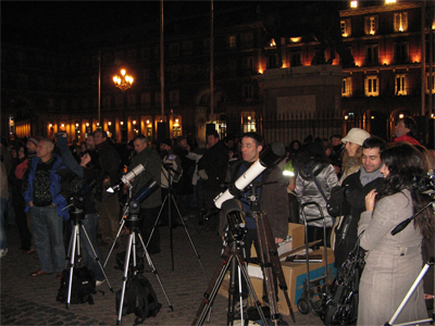 telescopios en la plaza mayor de madrid